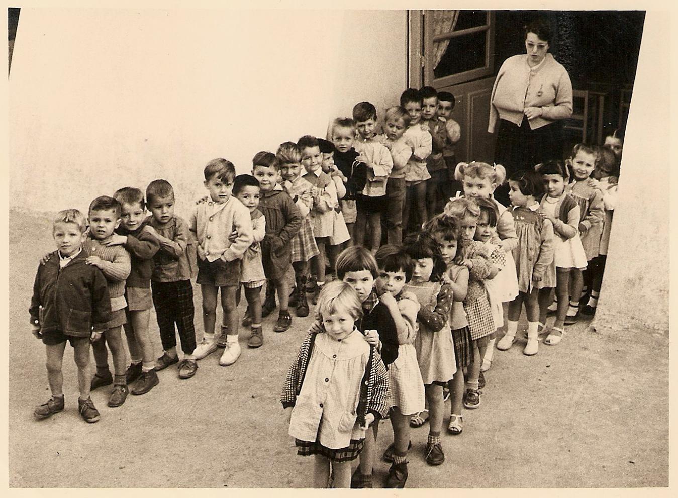 Ancienne photo de l externat du jardin d enfants de l for Au jardin d enfant
