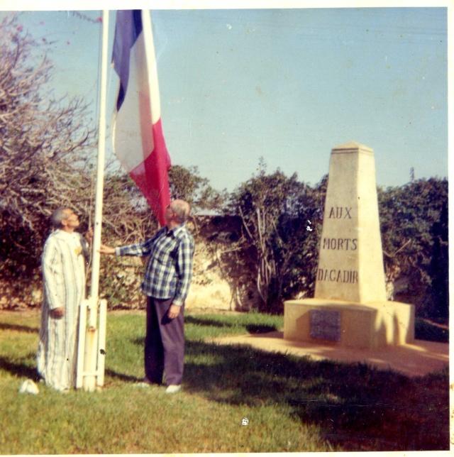 Sur l'image c'est le consul de France et Brahim Takouchte brigadier en 1958 . (Lahcen Roussafi)