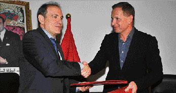Accord conclu entre Abderrafie Zouiten, DG de l'ONMT, et Mariusz Janczuk, PDG d'Itaka, pour renforcer le marché polonais au Maroc