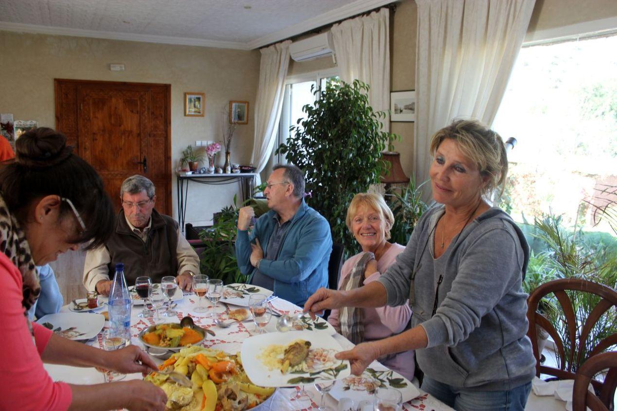 Au premier plan, Fairouz puis André, Christian, Françoise et Chantal