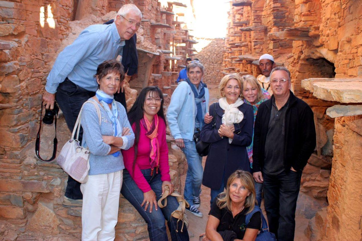 De gauche à droite : Nicole, Marc, Fairouz, Florence, Nelly, devant, Chantal puis Françoise, M'Bareke en arrière et Christian.
