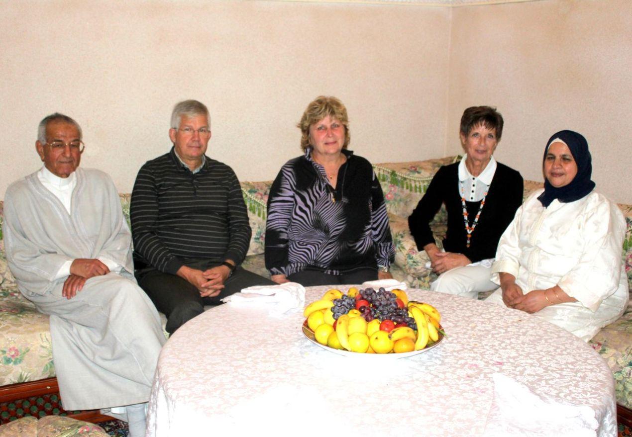 De gauche à droite : Hadj Larbi, Jean-Pierre, Michelle, Nicole et l'épouse de Hadj Larbi