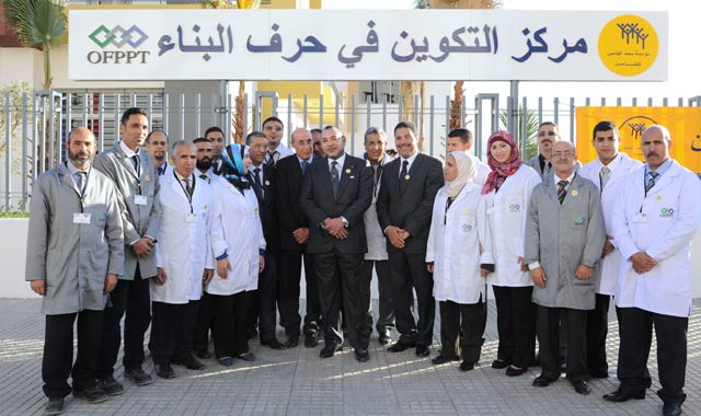 SM-le-Roi--procede-a-Meknes---campagne-nationale-de-solidarite-G1-(2013-11-10)