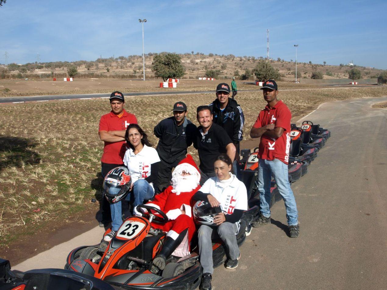 Le père Noël avec une partie du staff du MRK Agadir