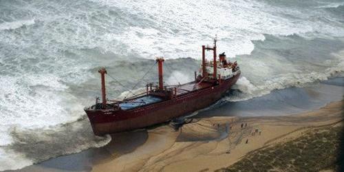 En attendant le grand remorqueur, mobilisé de Mohammedia, aucune fuite de fuel industriel n'a été enregistrée selon les autorités portuaires de Tantan. /DR
