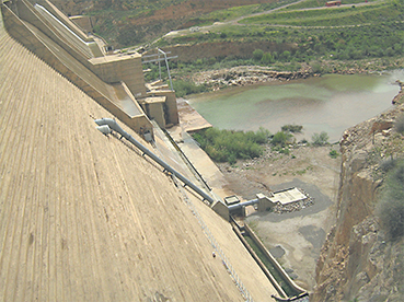 La répartition des apports se situe autour de 41% pour le barrage Youssef Ibn Tachefine, 45% pour le barrage Abdelmoumen, 60% pour le barrage d'Aoulouz (ci-dessus), 58% pour le barrage Imi Alkhang et de 35% pour le barrage Mokhtar Soussi
