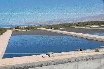 La réutilisation des eaux usées du Grand Agadir est aussi une stratégie majeure de la Ramsa. Les installations mises en place permettent aujourd'hui de couvrir les besoins des golfs de la zone. Le volume des eaux usées traitées au niveau secondaire est actuellement de 10.000 m3/j et devrait être de 30.000 m3/j fin 2014 - See more at: http://www.leconomiste.com/article/915287-grand-agadirl-acc-s-l-eau-potable-g-n-ralis-en-2015#sthash.MmnQzwCu.dpuf