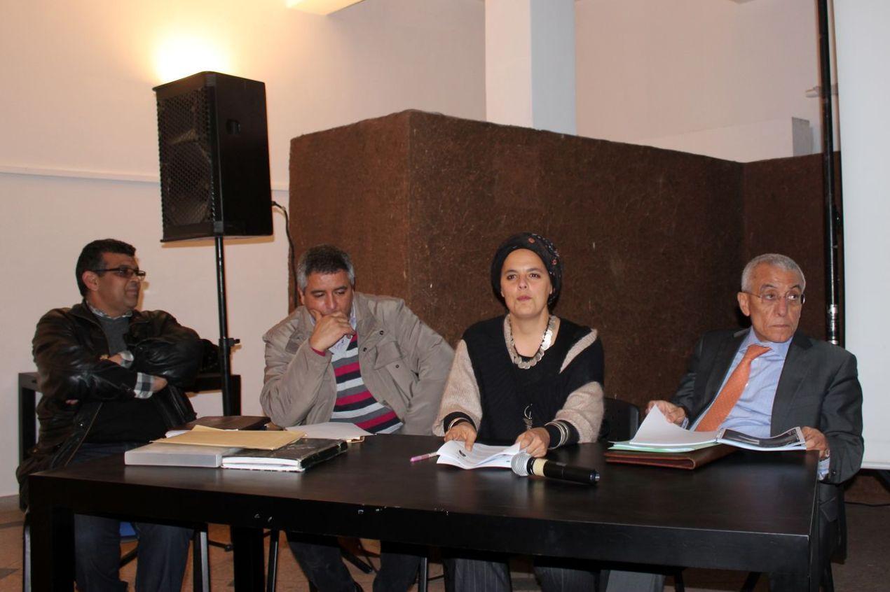 De gauche à droite : M. Lahcen Boumehdi, M. Ahmed Boumzgou historien, Salima Naji architecte spécialiste de la préservation du patrimoine amazigh, et M. Abdellatif Ouammou maire de Tiznit