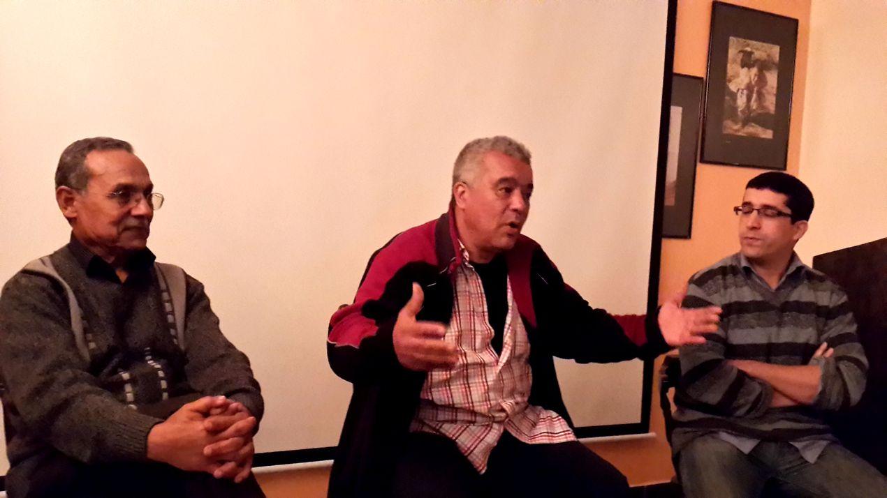 de gauche à droite : Lahcen Roussafi, Larbi Babahadi et Brahim Amzil, le réalisateur