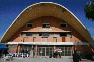 Le Cinéma Salam, qui compte parmi les édifices marquants de la ville, est aujourd'hui à l'abandon. Un promoteur immobilier l'a acquis ces dernières années et le bâtiment risque la destruction pour être remplacé par un projet immobilier. La société civile ne cesse d'interpeller les élus à son sujet