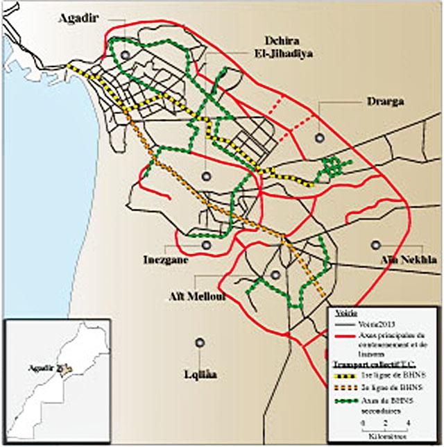 Lors de la première phase, il sera procédé au lancement de la première ligne de BHNS (Bus à Haut Niveau de Service) (jaune clair) sur l' axe nord/sud-est selon un tracé de 16 km et desservant le port, la ville nouvelle (avenue Hassan II), le souk, le complexe universitaire et enfin Tikiouine. La deuxième ligne BHNS (en orange) devrait, elle, relier Aït Melloul à Agadir en passant par Inezgane et Dcheira