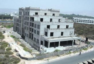 Sur le Founty, on compte une dizaine de chantiers inachevés. Des projets fantômes qui freinent véritablement le développement d'Agadir. Malgré les relances, rien ne bouge