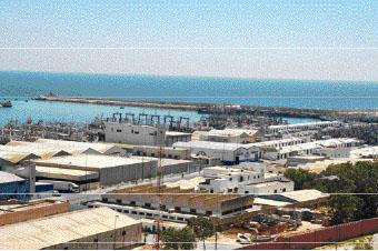 Le foncier du port de pêche d'Agadir est aujourd'hui très convoité. Des élus veulent y implanter une nouvelle marina. Mais la commune urbaine comme les Gadiris ne sont pas du tout d'accord à ce sujet. Le projet suscite même une montée au créneau des marins et acteurs économiques de l'enceinte portuaire