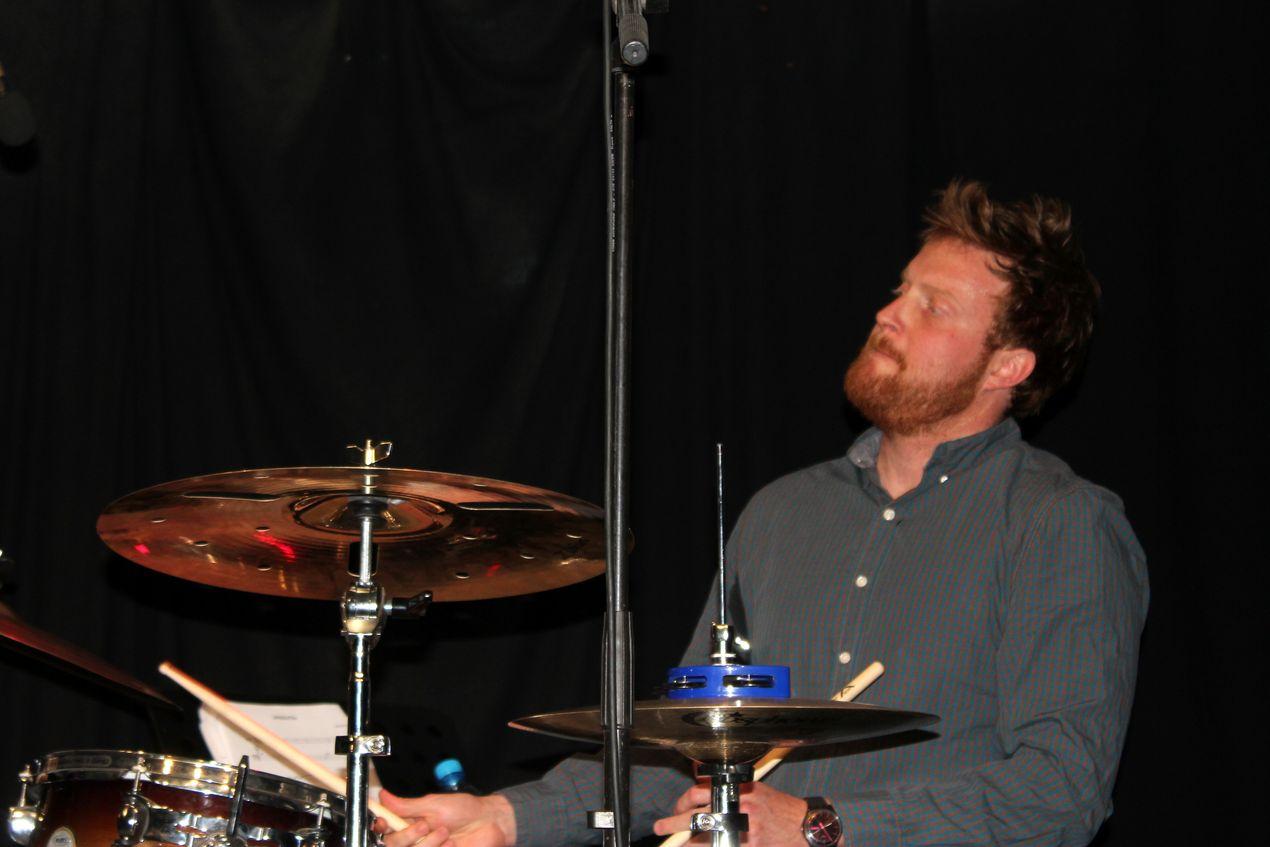 Maxence Ibille, le batteur, également diplômé en 2012 de la même institution, poursuit à présent sa carrière en jouant avec les grands noms du jazz actuel.
