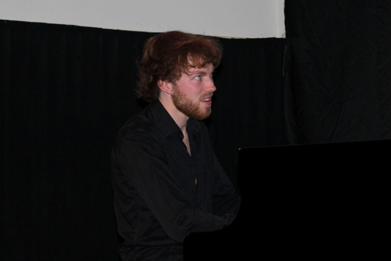 Gauthier Toux, leader de la formation, a obtenu son Bachelor à la très réputée Haute Ecole de Musique de Lausanne.