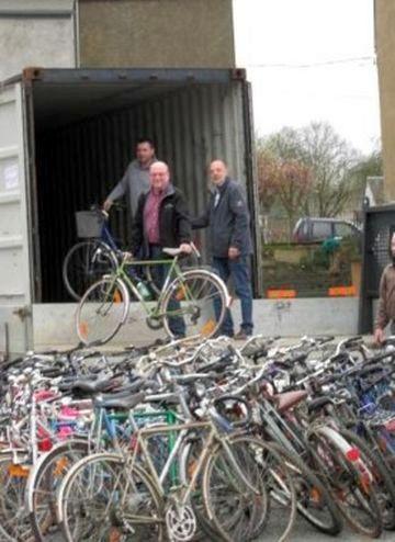 En moins de 3 heures, 200 vélos étaient installés dans le conteneur.