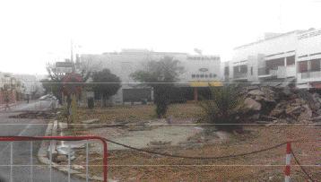 Les premiers travaux démarrent par le revêtement de la voirie, le jardinage, l'irrigation, l'éclairage et la mise en place du mobilier urbain de l'axe avenue Allal Ben Abdellah/Président Kennedy.