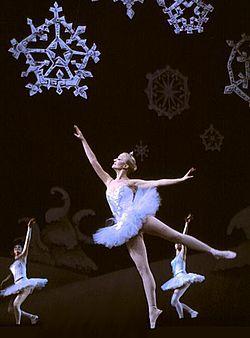 Valse des flocons de neige, fin de l'Acte I (photo tirée de la mise en scène de Rick Dikeman, 1981)