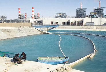 La station de dessalement d'eau de mer d'Agadir est le premier projet dans lequel a investi Infra Maroc. Cela a nécessité deux ans et demi de négociations. Le fonds a vocation à investir dans les projets d'infrastructures urbaines, de transport et énergétiques. 65% de ces investissements devraient être orientés vers les nouveaux projets (greenfield).