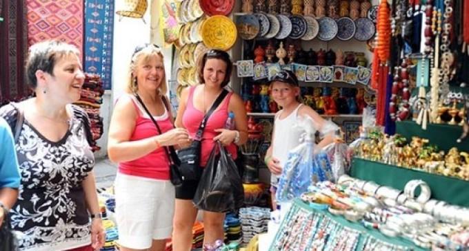 Touristes-Accueil-680x365