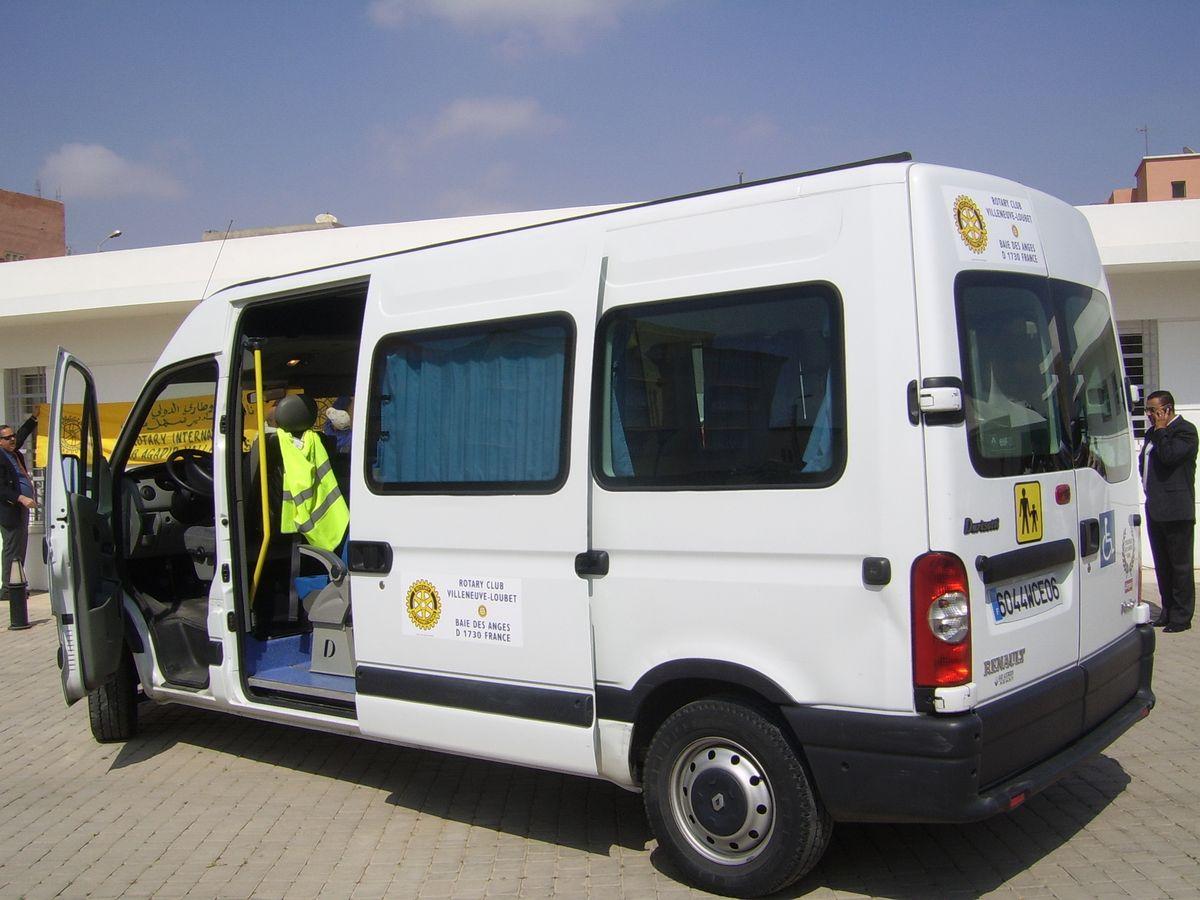 mini bus et caravane médicale 009