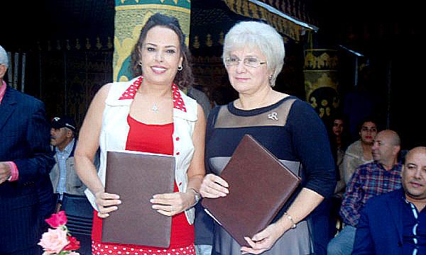 Najat Anwar et Irina Borisovna Ignatova lors de la signature de la convention.
