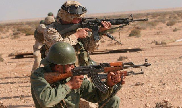 Soldats marocains et marines us au cours de l'exercice précédent.