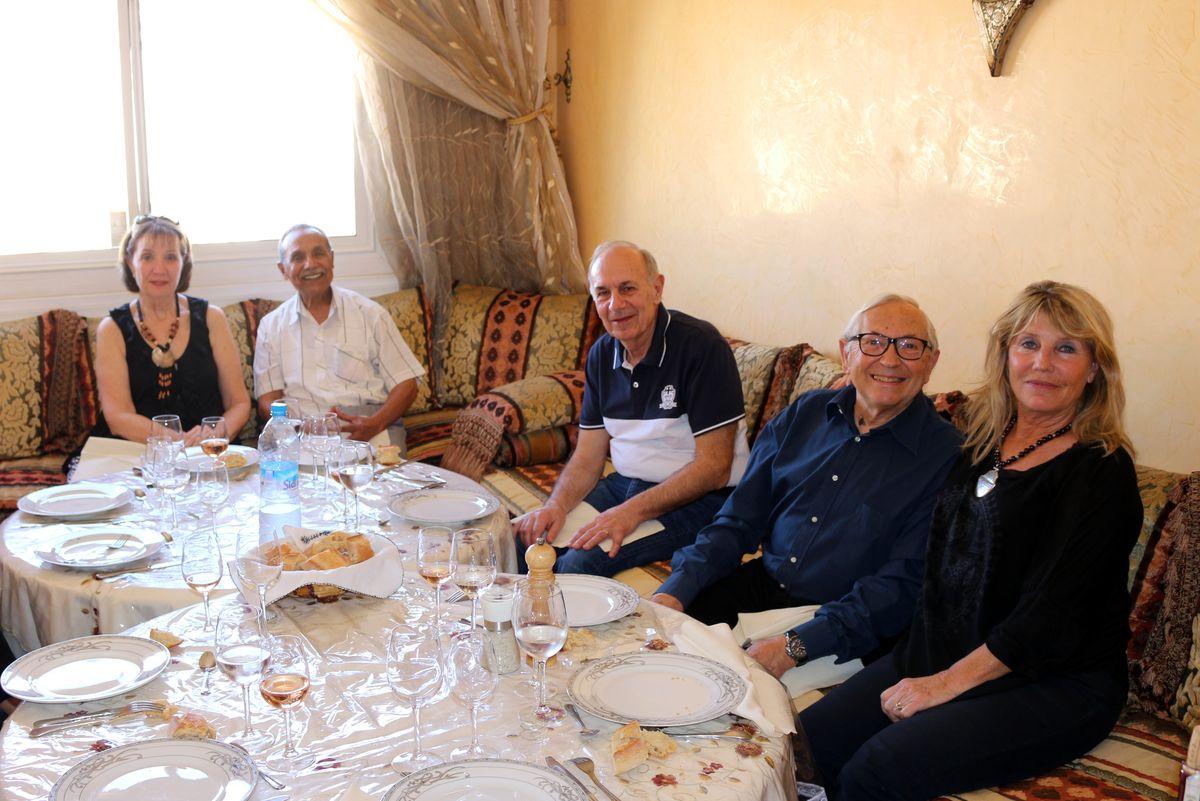 De gauche à droite, Régine, Lahcen Roussafi, Georges, Michel Besançon et son épouse Chantal  Ballester