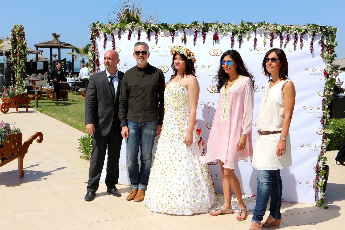 A droite de la mariée, Karim Tassi et Stéphane Jamin directeurDuty & Evénements Resort Sofitel et à gauche de la mariée, Meryem et Jasmin