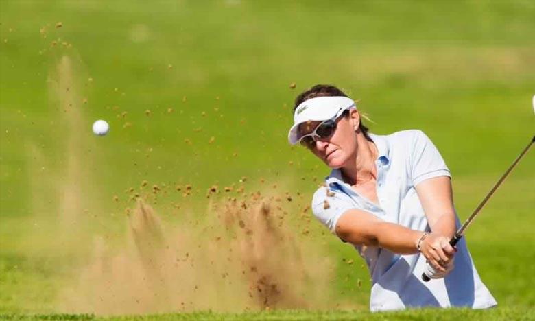 Une belle revanche. La golfeuse française Gwladys Nocera Nocera, soulève son 14e trophée sur le LET, le 2e à Agadir, avec une dernière carte de 70 (-1). Ph : golf-zone.com