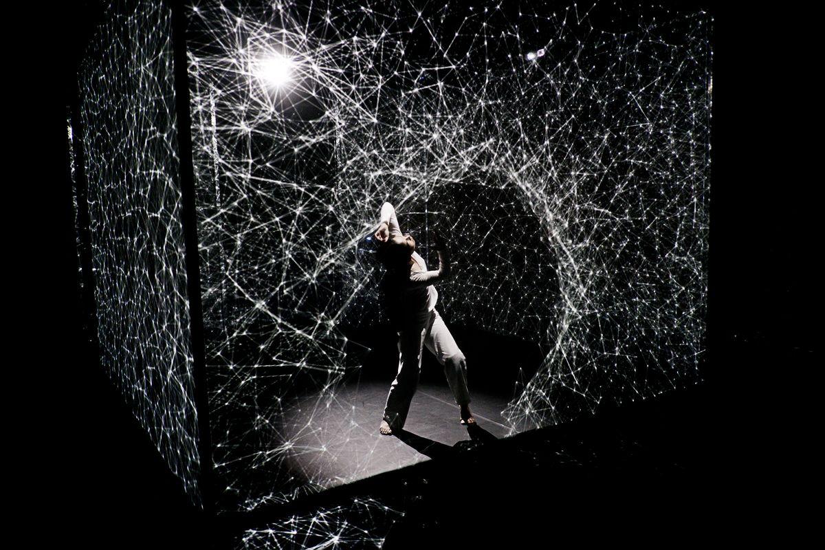 HAKANAI Compagnie AMCB Danseuse AKIKO KAJIHARA THEATRE DE ROANNE MARS 2014