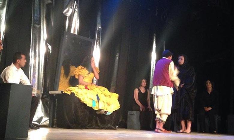 Plus de 200 pièces ont été présentées, lors du 20e FITUA, de différents pays et de diverses écoles et tendances dramaturgiques, partant du théâtre classique jusqu'à l'improvisation en passant par le théâtre expérimental. Ph : facebook.com
